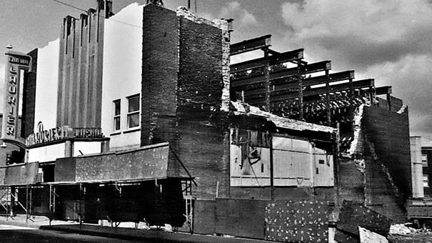 Cinéma Laurier, rue Saint-Vallier Ouest, quartier Saint-Sauveur
