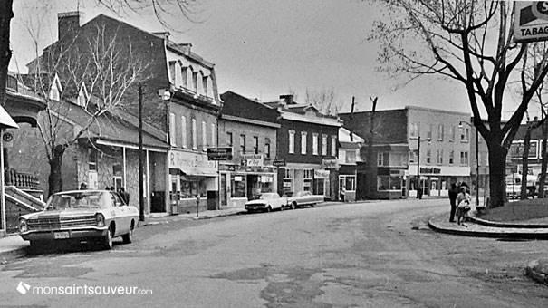 Saint-Sauveur dans les années 1960 : Rue Saint-Vallier Ouest, angle rue Durocher