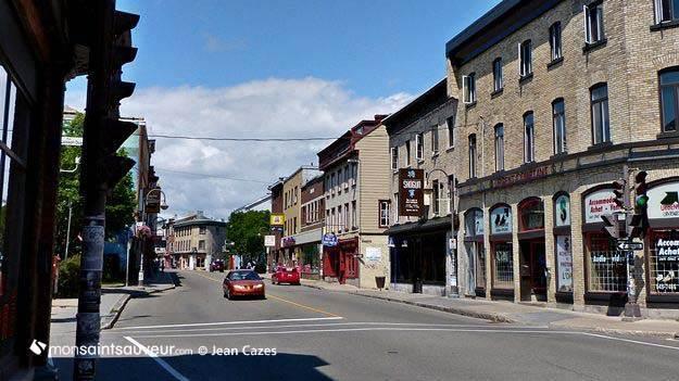 Rue Saint-Vallier Ouest, quartier Saint-Sauveur