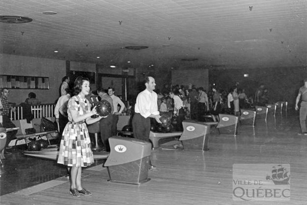 Quilles au Centre Durocher. Archives de la Ville de Québec