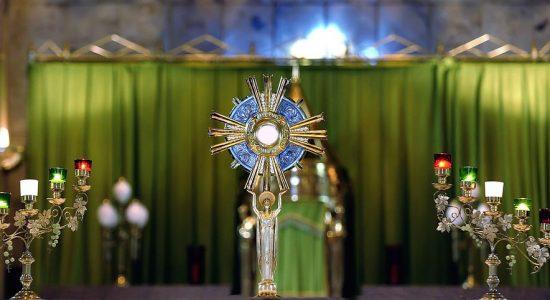 Adoration en direct du Sanctuaire