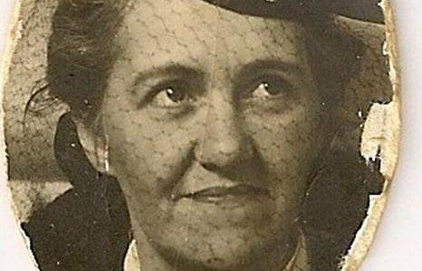 Blanche Lachance, épouse de Georges Plamondon,chef-mécanicien pompier de Saint-Sauveur (fin des années 1930).