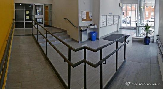 L'entrée de l'immeuble
