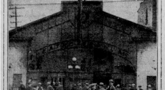 Le théâtre Français et le cinéma Laurier au coin Saint-Vallier – Carillon – 2 de 3 - José Doré