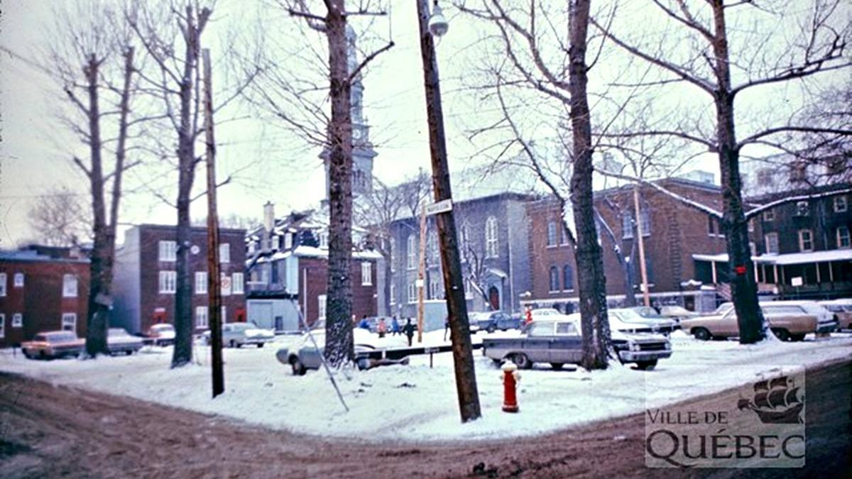Saint-Sauveur dans les années 1970 (17) : stationnement, intersection rues Napoléon et De Mazenod | 17 janvier 2021 | Article par Jean Cazes