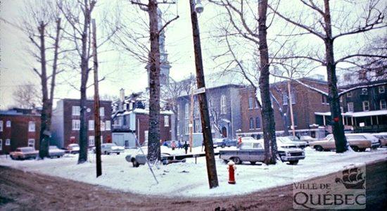 Saint-Sauveur dans les années 1970 (17) : stationnement, intersection rues Napoléon et De Mazenod - Jean Cazes