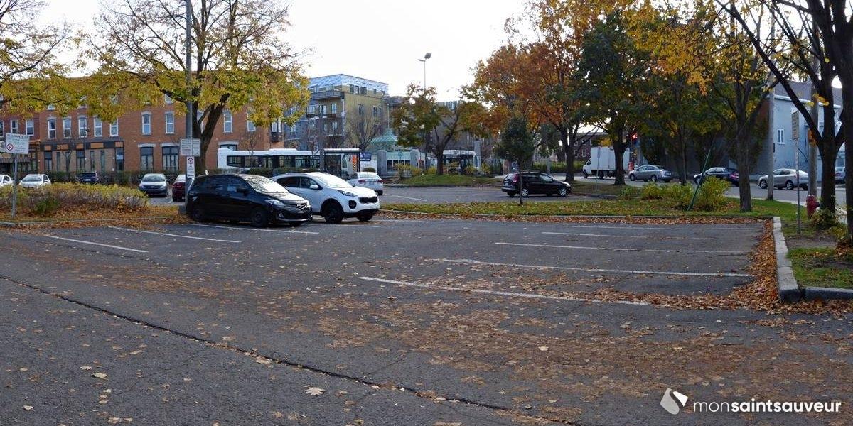 Du logement social sur le stationnement de la rue de Carillon | 21 octobre 2020 | Article par Julie Rheaume