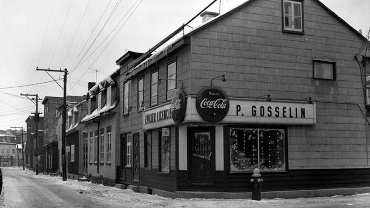 L'épicerie Gosselin à l'intersection des rues Durocher et Père-Grenier en 1964.