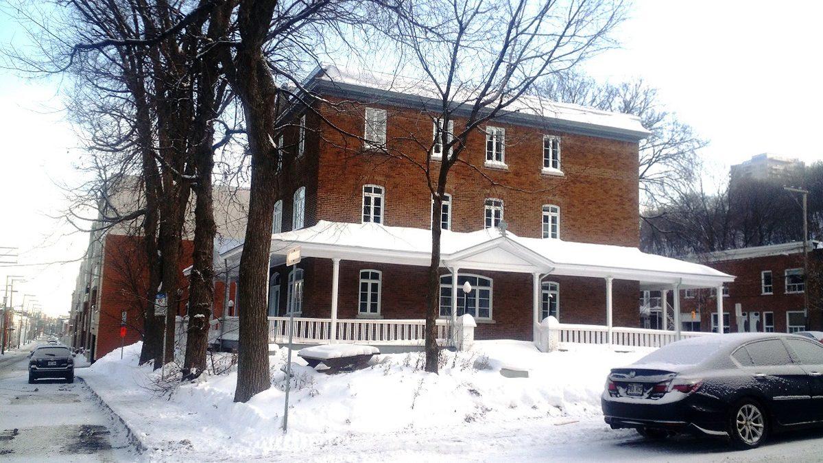 Quel avenir pour le presbytère de l'« ancienne église des Plouffe »? | 19 décembre 2017 | Article par Suzie Genest