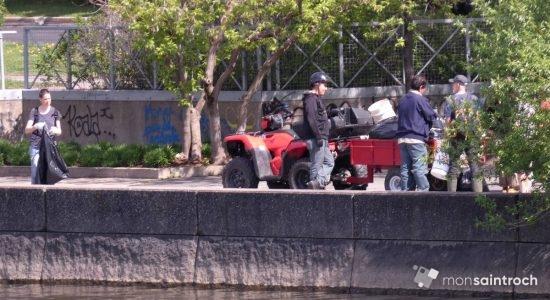Opération nettoyage des berges de la Saint-Charles - Jean Cazes
