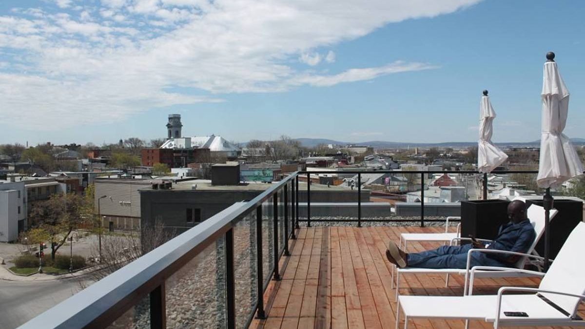 Terrasse sur le toit du Kaméléon
