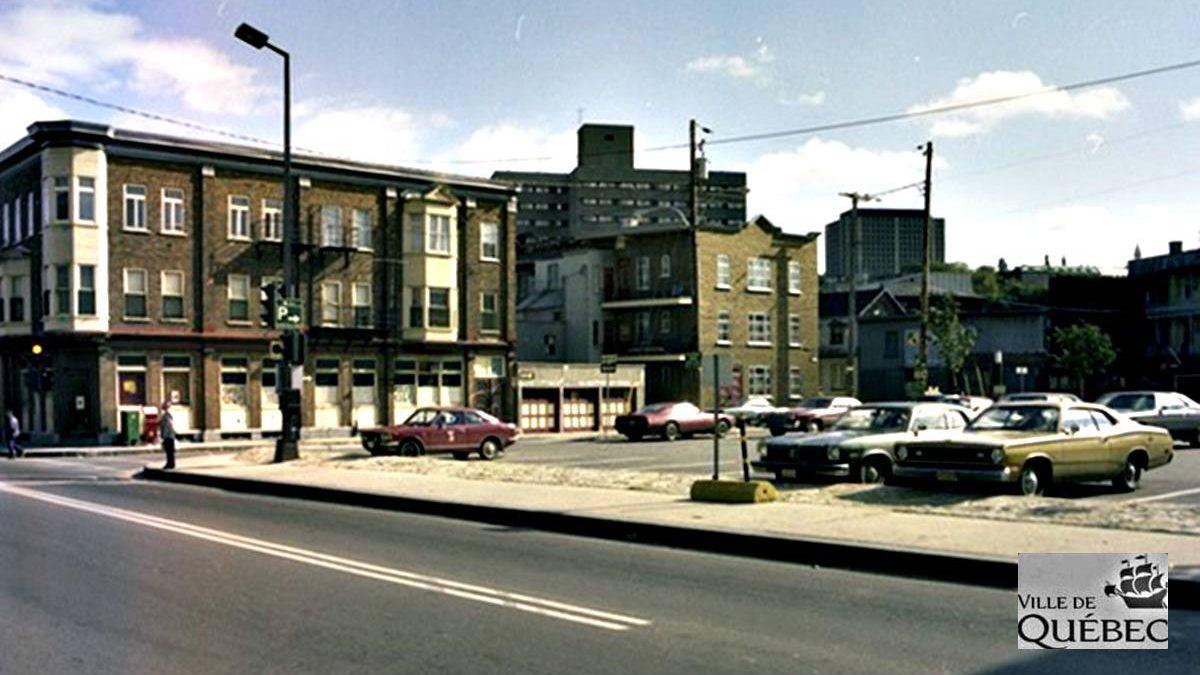 Saint-Sauveur dans les années 1970 (15): le stationnement de l'intersection Saint-Vallier et Bagot | 21 juin 2020 | Article par Jean Cazes