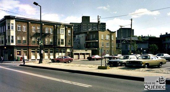 Saint-Sauveur dans les années 1970 (15): le stationnement de l'intersection Saint-Vallier et Bagot - Jean Cazes