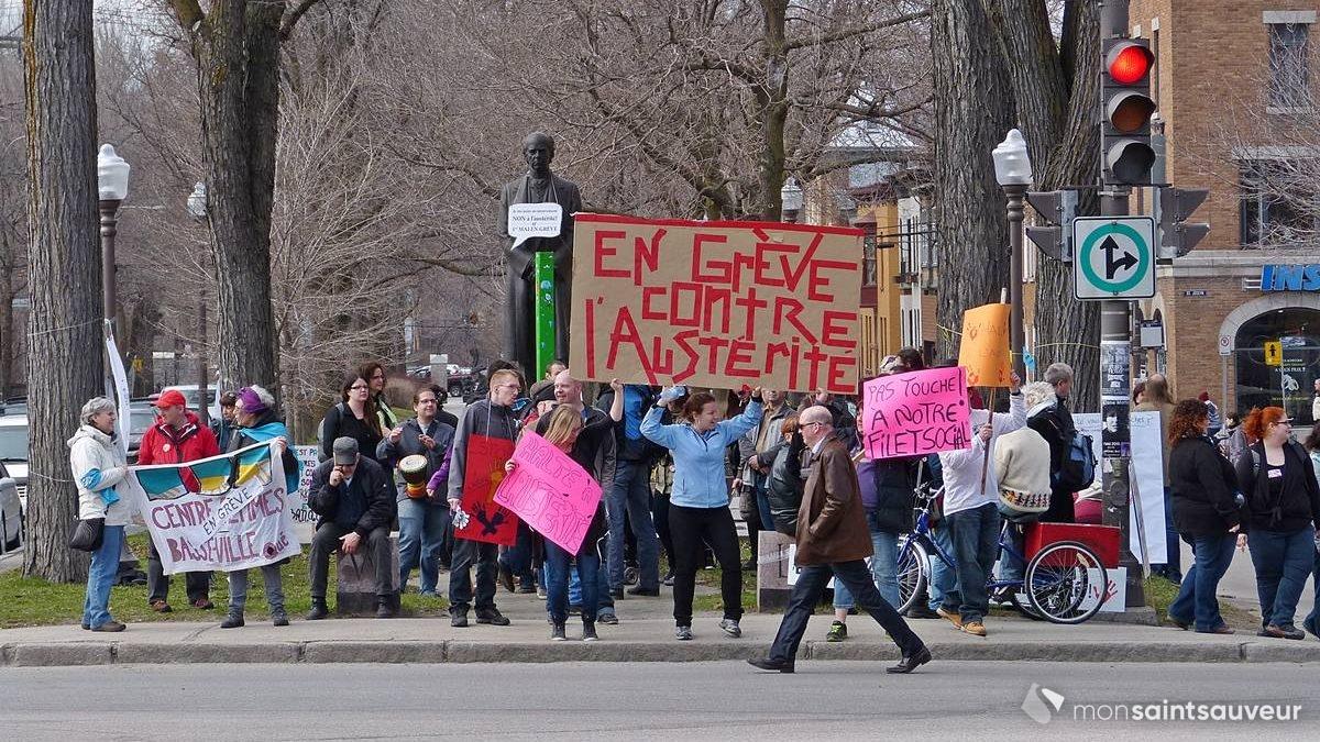 «En grève contre l'austérité », coin Charest et de Langelier | 1 mai 2015 | Article par Jean Cazes