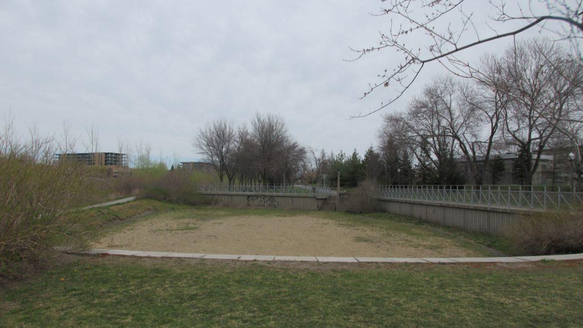 Un terrain de volley aux abords de la rivière Saint-Charles | 3 mai 2021 | Article par Julie Rheaume