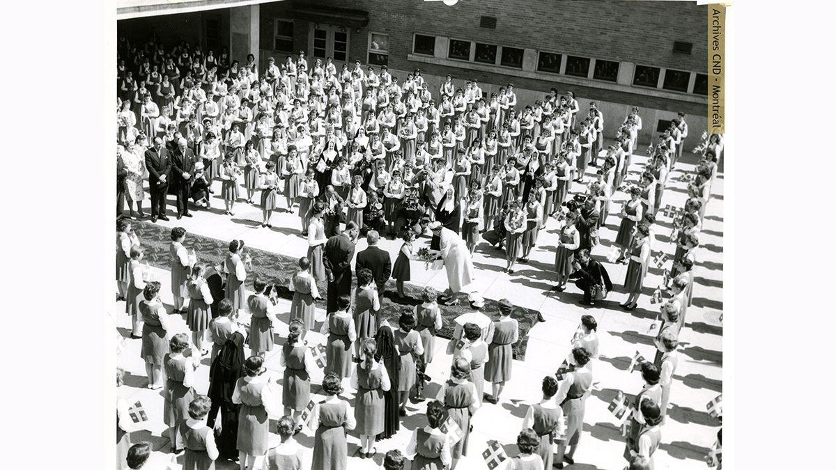 La visite de la reine Elizabeth II à l'école secondaire Marguerite-Bourgeoys en juin 1959 | 6 juin 2021 | Article par Carole Beausoleil